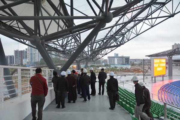 主体育场钢结构工程南北跨度266米