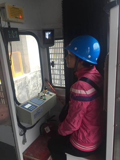施工电梯操作台